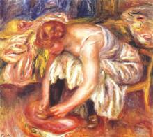 """Репродукция картины """"woman tying her shoe"""" художника """"ренуар пьер огюст"""""""